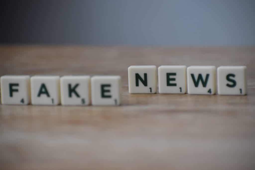 Fakecracy e over-verità: la pseudoconoscenza
